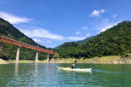 ◆【カヤックで山の上の湖へ】広大な空間には精神の安定効果が?!